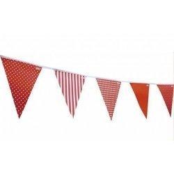Guirnalda con banderines rojos. Rayas-lunares-cuadros vichy