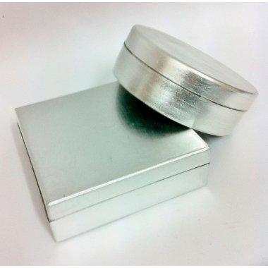 Caja de regalo de madera lacada plata. Aprox 12x12x5 C/4 uds surtidas