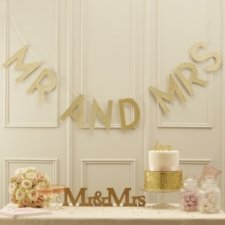 Guirnalda con letras oro glitter. Mr and Mrs