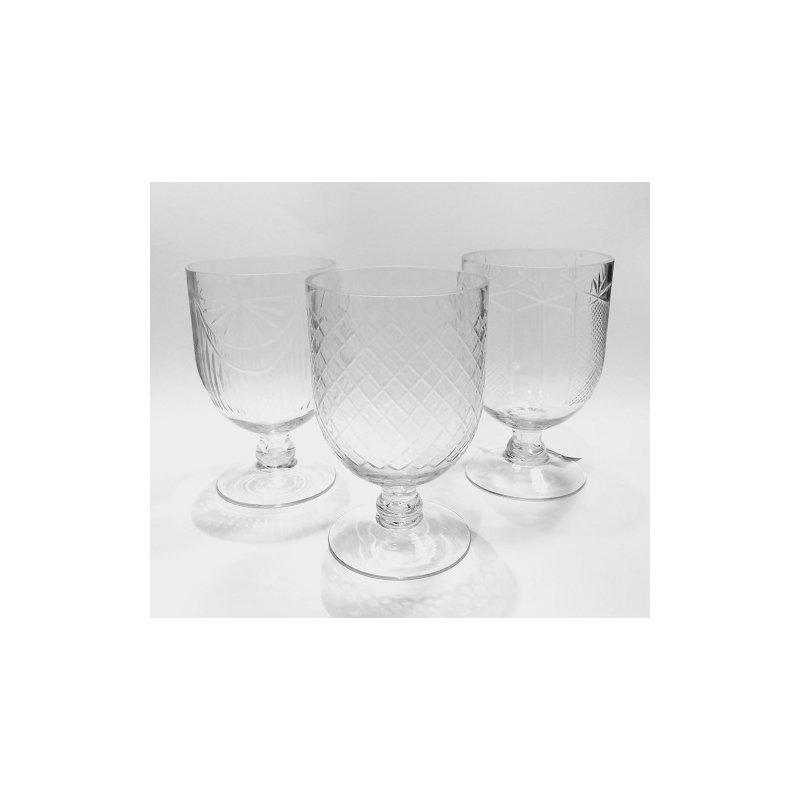 Set de 3 Copas de cristal tallado. 10x16 cms