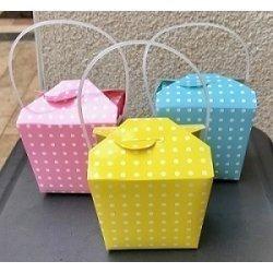 6 Cajas chinas de papel rosa con lunares blancos.
