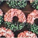 Corona de Navidad con chuches. Coca Colas y bayas