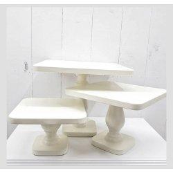 Cake Stand rectangular, de madera lacada en blanco. Altura 10 cms
