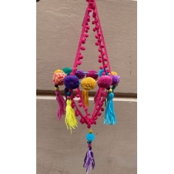 Lámpara decorativa con borlas y pompones