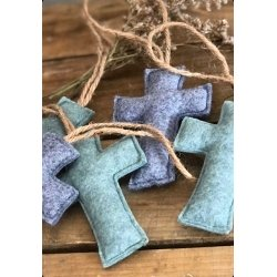 24 cruces de fieltro. Disponibles en 4 colores