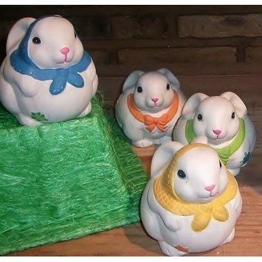 4 Conejosde terracota, 4 colores stdos. aprox 12x10 cms c/4 uds