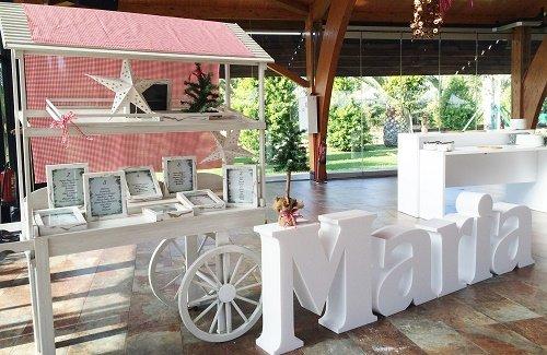 Bautizo-navideño-letras-corporeas-carro-madera-blanco-seating-plan-decoracion-fiesta-eventos